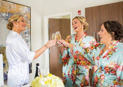 Bride-and-Bridesmaids-Mimosas