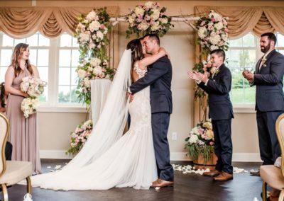 Couple-Kissing-at-Altar-Fairway-Ballroom