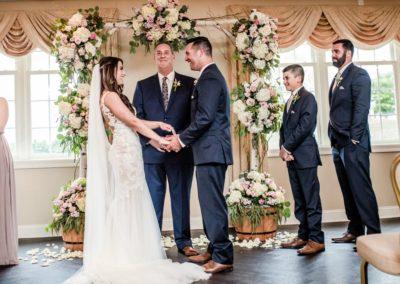 Couple-at-the-Altar-Fairway-Ballroom